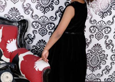 Robe noir en velour (taille 6-7ans) 160€